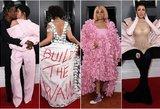 """""""Grammy"""" apdovanojimų raudonas kilimas: bučiniai, didžiulės suknios ir svetima gėda"""