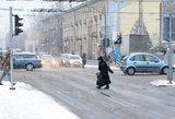 Nemalonūs orai nesitrauks: perspėja vairuotojus