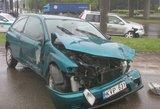 Avarija vienoje pavojingiausių Vilniaus sankryžų: susidūrė 3 automobiliai, 2 žmonės ligoninėje