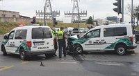 Policijos automobilis rėžėsi į BMW (nuotr. Broniaus Jablonsko)
