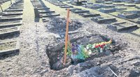 Per speigą palaidotos Lavėnų socialinės globos namų gyventojos kapavietė ilgą laiką atrodė klaikiai. Aidos GARASTAITĖS nuotr