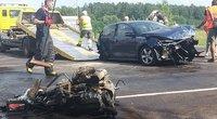 """Kelyje """"Via Baltica"""" dviejų lengvųjų ir vilkiko avarija: du žmonės – ligoninėje (nuotr. TV3)"""