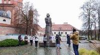 Moterų teisių gynėjai Lenkijos prezidento vizito proga Vilniuje surengė protesto akciją (nuotr. Fotodiena/Justino Auškelio)