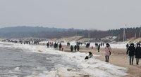Sekmadienio popietę Klaipėdoje prie jūros plūdo žmonės (nuotr. skaitytojo)