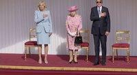 Bidenas svečiavosi ir pas Anglijos karalienę: ji prezidentui priminė vieną artimą žmogų (nuotr. stop kadras)