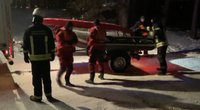 Aiškėja detalės apie Kauno Mariose nuskendusį automobilį: vairuotojas spruko neatsisukdamas (nuotr. stop kadras)