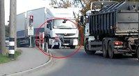 Tv3.lt skaitytojas nufilmavo situaciją, į kurią nenorėtų papulti joks vairuotojas (nuotr. skaitytojo)