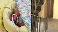 Panevėžyje laiptinėje paliktą naujagimį panoro auginti mama (tv3.lt fotomontažas)