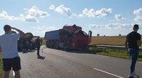 Perspėja apie uždarytą kelią Alytus-Simnas-Kalvarija: susidūrė vilkikas ir sunkvežimis (nuotr. skaitytojo)