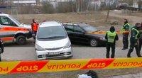 Kraupi nelaimė sostinėje – automobilis pervažiavo moterį, ji žuvo (nuotr. stop kadras)