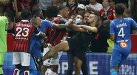 Chaosas Nicoje: futbolo mače – masinės žaidėjų ir sirgalių muštynės. (nuotr. SCANPIX)
