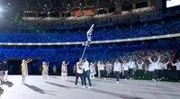 Taip mosavo, kad prisimosavo: Tokijo žaidynių parade susisuko Urugvajaus vėliava (nuotr. stop kadras)