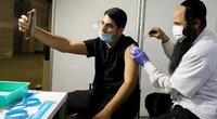 Izraelio sėkmės istorija – vakcinavo taip sparčiai, kad pritrūkdavo švirkštų (nuotr. SCANPIX)