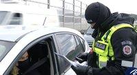 Lietuva migruoja, o policija kontroliuoja  – prie postų keliuose nusidriekė eilės (nuotr. stop kadras)