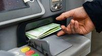 Sąskaitoje laikomi pinigai nuvertėja dėl infliacijos (nuotr. Fotodiena/Justino Auškelio)