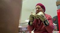 Pagrindinis senjorės varžovas bokso ringe – Parkinsono liga (nuotr. stop kadras)