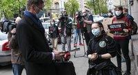 """Aktyvistai pašiepė Mažeikos medžioklės lanku sprendimą: įteikė Biliūno """"Kliudžiau"""" (nuotr. Fotobankas)"""