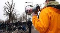 Suomijoje šimtai žmonių protestavo prieš COVID-19 apribojimus (asoc. nuotr. SCANPIX)