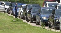 Pasibaigus karantinui vairuotojai rikiuojasi eilėse prie techninės apžiūros centrų