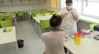 """Ne visi """"Astrazeneca"""" skiepijami mokytojai patenkinti: jie norėtų rinktis kitą vakciną (nuotr. stop kadras)"""