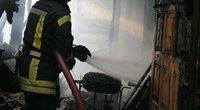 Vilniuje kilo gaisras: sudegė pagalbinis pastatas (nuotr. Broniaus Jablonsko)