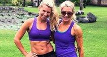 Tarsi dvynės: mama su dukra stebina savo išvaizda (nuotr. Instagram)