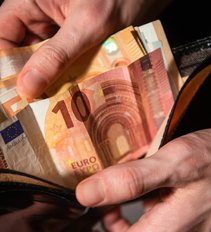 Aiškėja valdžios planai, kurias pensijas ir išmokas didins, o kurių atsisakys