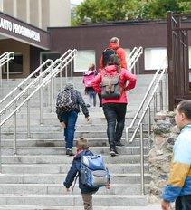 Kaip atrodys ruduo? Mokykloms siūlo kaukėmis aprūpinti vaikus, o norinčiųjų testuotis nedaryti įkaitais