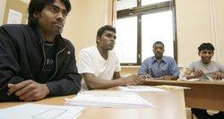 Ragina migrantams nekurti palapinių miestelio, VRM – be to neapsieisime