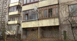Akibrokštas Vilniaus daugiabutyje: kaimynė gamtinius reikalus kaupia balkone