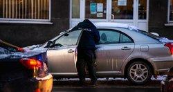 Dėl darbo praradus teisę vairuoti gresia bedarbystė: valdininkai siūlo laukti karantino pabaigos