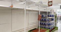 Britų atlaisvinimai virsta fiasko: izoliuojasi 600 tūkst. žmonių, parduotuvėse trūksta maisto