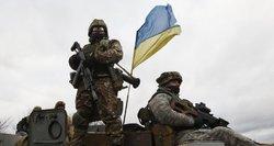 """Ukrainos pajėgos veža pagalbą Donecko oro uosto """"kiborgams"""""""