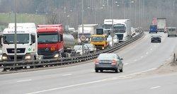 Tyla kalbos apie automobilių mokestį: ruošia naują siurprizą vairuotojams