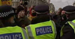 Angliją drebina protestai: ragina atšaukti demonstracijas ribojantį įstatymą