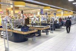 Vaizdas parduotuvėse pasikeitė: mažose – grūstys, didelių parduotuvių likę klientai – patenkinti
