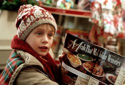 """Kalėdinė tradicija tęsiasi: TV3 ekranuose """"Vienas namuose"""" – kur legendiniai aktoriai šiandien?"""