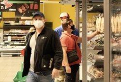 Lietuviai parduotuvėse ėmė masiškai šluoti šias prekes: paaiškino, kodėl
