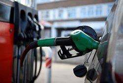 Panika dėl degalų trūkumo: ar eilės prie degalinių nusidrieks ir Lietuvoje?
