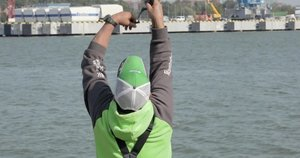 Korsakas išbandė žvejybą Malkų įlankoje: gyvenime nesu taip karšių traukęs