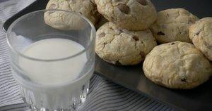 Sausainiai su šokolado gabaliukais (nuotr. stop kadras)