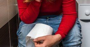 Moteris tualete (nuotr. 123rf.com)