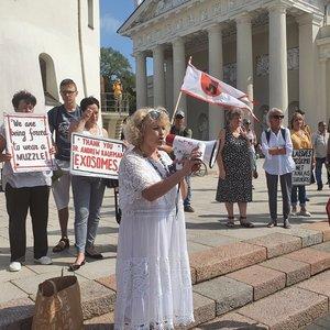 Vilniuje surengė mitingą: sprendimus dėl koronaviruso vadina represinės valdžios sankcijomis