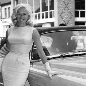 Didžioji Britanija turėjo savo Marilyn:orgijų vakarėliai ir prabangūs automobiliai neturint vairuotojo pažymėjimo