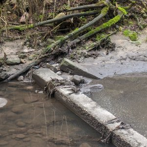 Vilniaus pramoniniame rajone įtarimus kelia iš šachtos į Nerį bėgantis vanduo