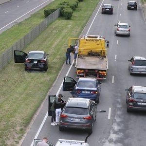 Avarija Vilniuje – susidūrė 3 automobiliai, yra nukentėjusių