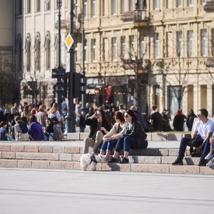 Siūlo kuo skubiau atverti lauko kavines: kas iš to ribojimo, jei staliuku tampa Katedros aikštės laiptai?