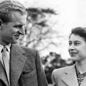 Karalienė ir princas Philipas mini 73-iąsias vestuvių metines: tai buvo meilė iš pirmo žvilgsnio