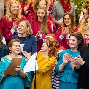 Tarptautinė Kalėdų mugė – atidaryta: žymūs Lietuvos žmonės susivienijo dėl kilnaus tikslo
