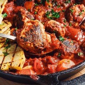 Lašišos kukuliukai pomidorų padaže: paprasta ir greita
